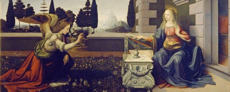 Nella visita agli Uffizi un'attenzione speciale è quella che si pone alla nuova sala di Leonardo. Nell'Annunciazione qui riprodotta si vedono Maria e l'Arcangelo Gabriele che si fronteggiano. Maria è posta fuori da una tipica casa fiorentina. L'Angelo si è appena posato su un manto d'erba realisticamente rappresentato. Quest'opera nasconde un segreto che mostra tutto il genio di Leonardo da Vinci