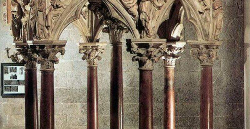Pulpit by Giovanni Pisano in Pistoia