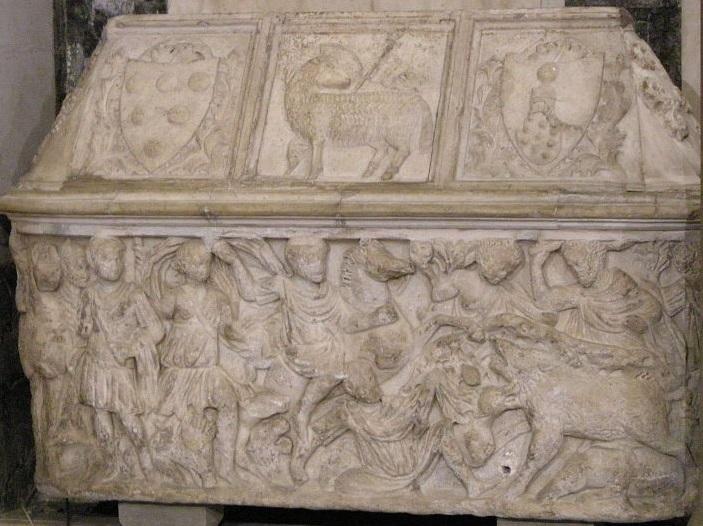 Antico sarcofago romano con coperchio medievale reimpiagato come toba di Guccio dei Medici