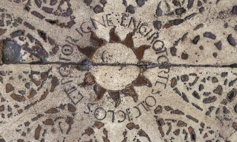 Intarsio in marmo con scritta palindroma EN GIRO TORSE SOL CICLOS ET ROTOR IGNE nel pavimento del Battistero di Firenze