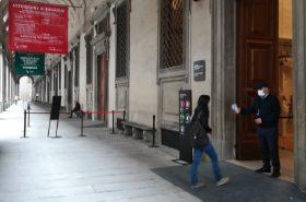 nell'immagine si vede l'accesso alla galleria degli uffizi dalla porta 1