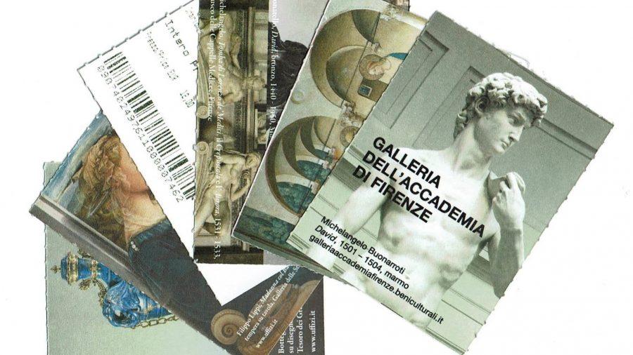 Nell'immagine si vedono i biglietti dei musei di Firenze, Uffizi, Accademia, Convento di San Marco, Bargello, Palazzo Pitti