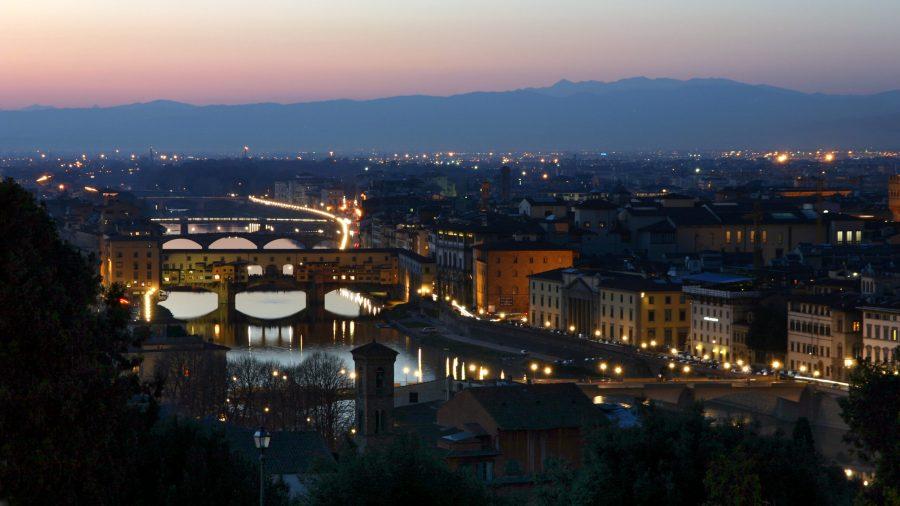 Vista di Ponte Vecchio da Piazzale MIchelangelo al tramonto